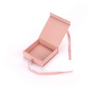 Gift Box With Ribbon2